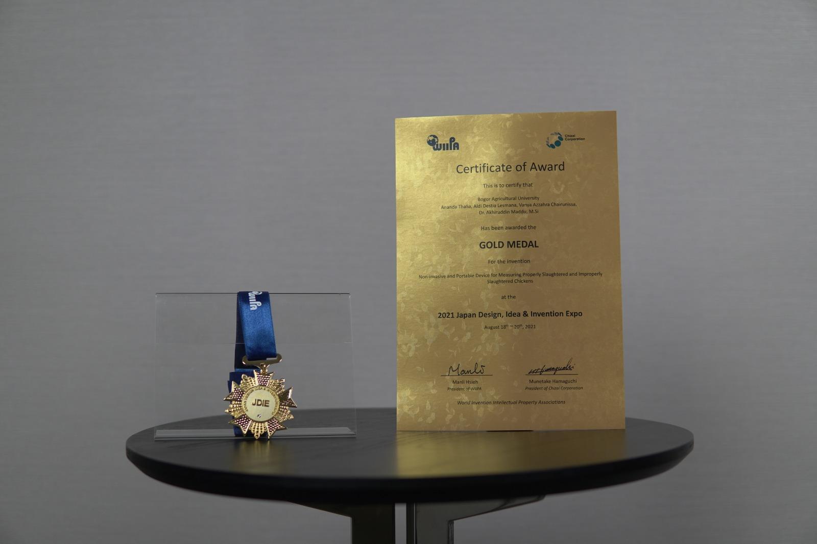 Medali Emas Tim Chilator